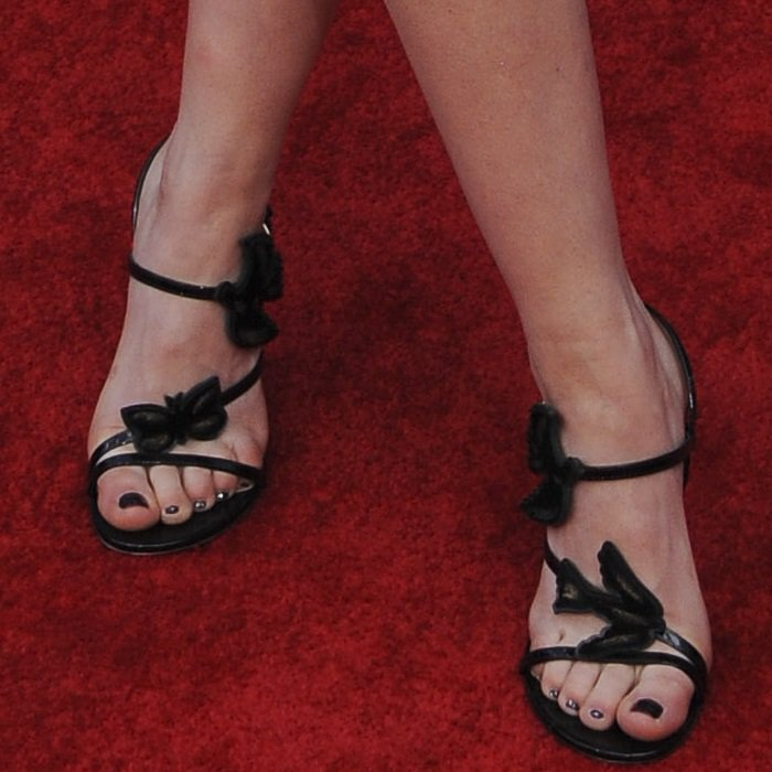 Kiernan Shipka's Dior shoes are embellished with birds and butterflies