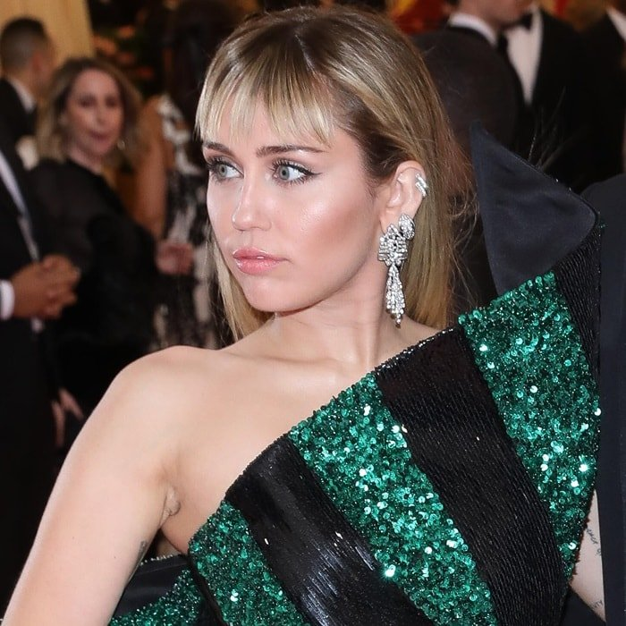 Miley Cyrus shows off her diamond earrings