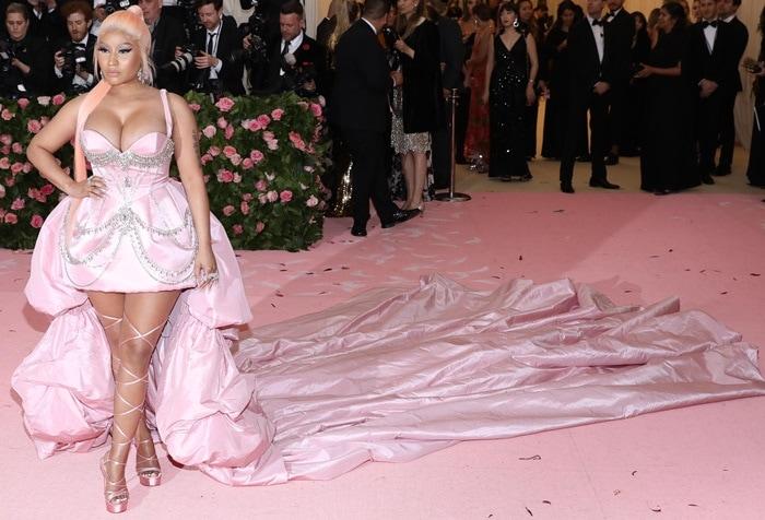 Nicki Minaj flashed her legs in a light pink dress