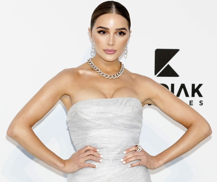 Olivia Culpo's glittering chain link earrings and a matching necklace by Pomellato