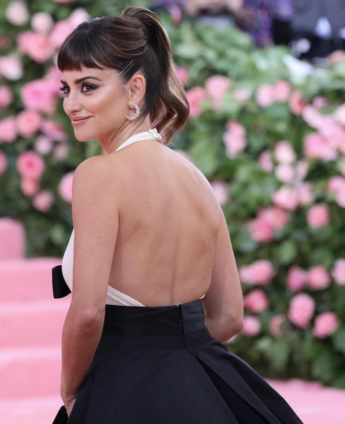 Penelope Cruz wore Atelier Swarovski by Penelope Cruz earrings at the 2019 Met Gala
