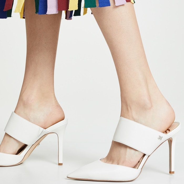 Ultimately edgy and sophisticated, the Hope pumps in white