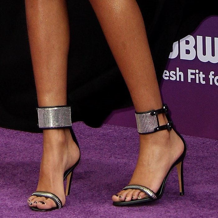 Willow Smith's feet are shoe size 7 US (37 EU)