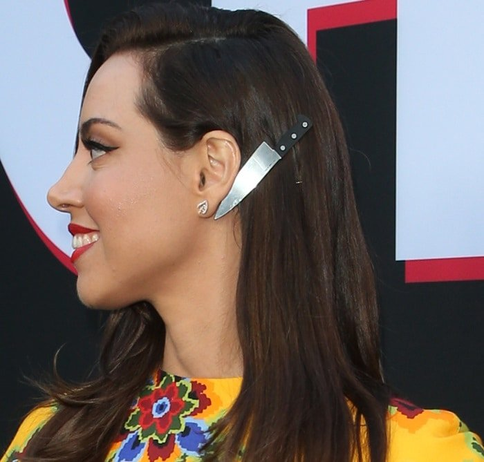 Aubrey Plaza wore a large butcher knife barrette in her hair