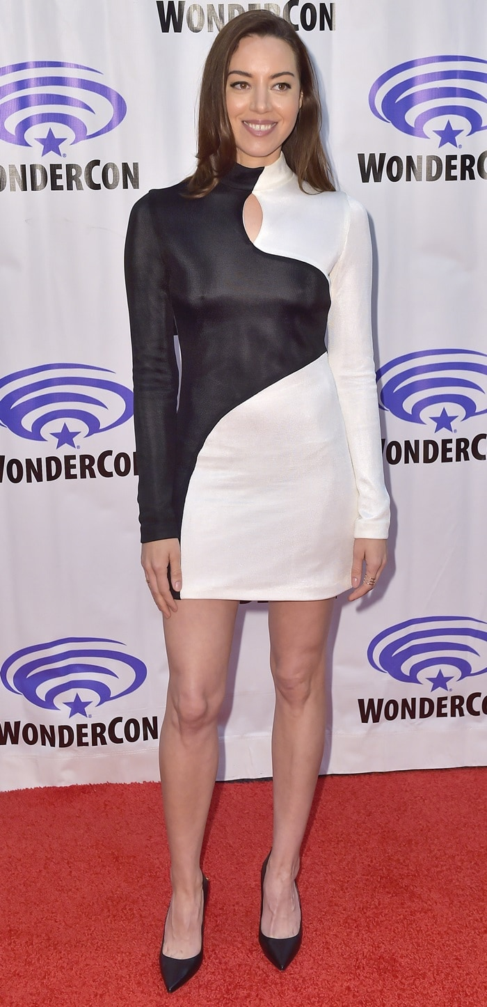 Aubrey Plaza flashed her incredible legs on the red carpet for the Legion panel during 2019 WonderCon