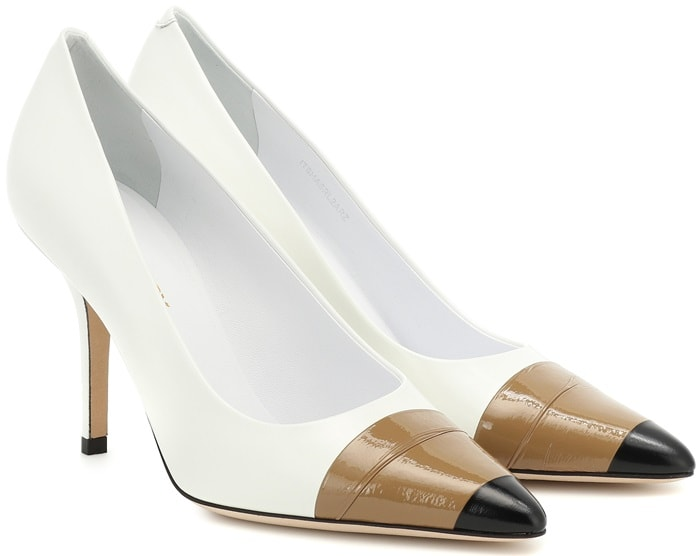 These Burberry pumps have been crafted from white leather, contrasted with high-shine wrapped detail on the toes