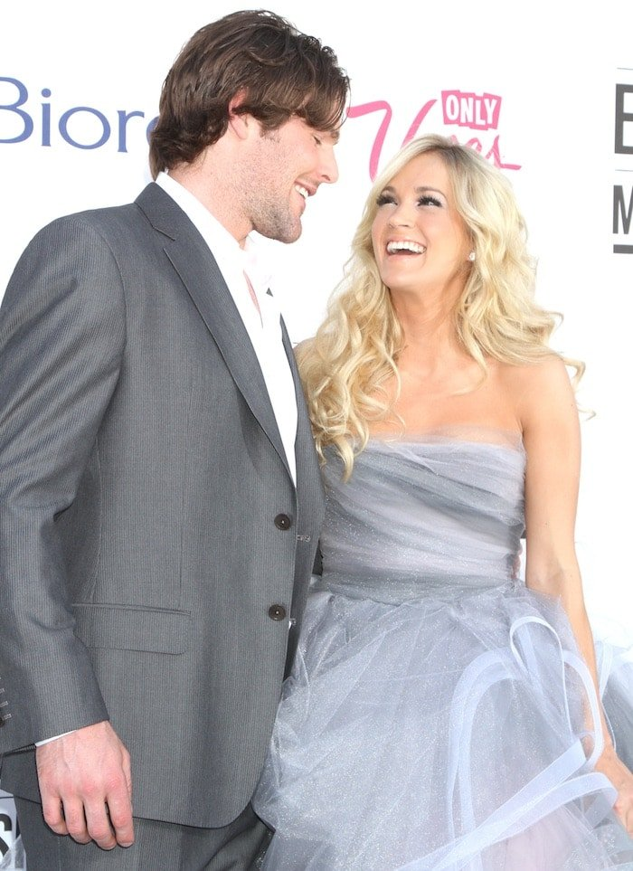 Carrie Underwood in a silver-and-rose tulle gown from Oscar de la Renta Fall 2012 Collection alongside Mike Fisher at the 2012 Billboard Music Award