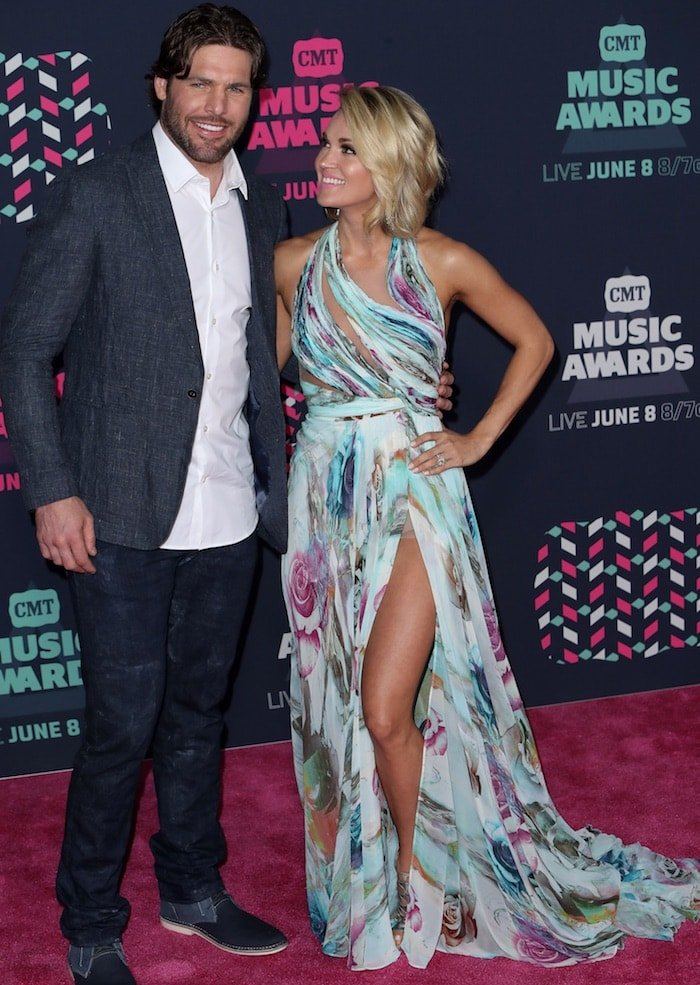 Carrie Underwood showed off her hot legs in a Mikael D mint green floral-print gown from the designer's Spring 2015 collection that featured a thigh-high slit at the 2016 CMT Music Awards