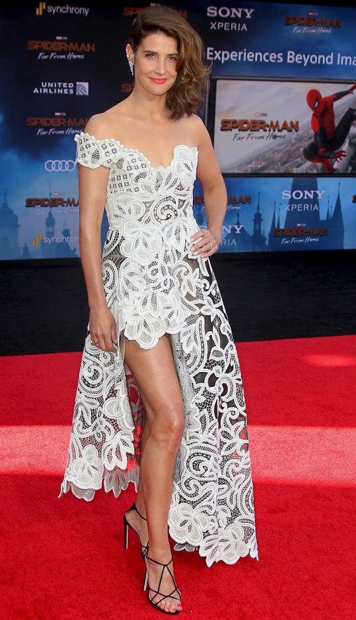 Cobie Smulders flashed her legs in an off-one-shoulder guipure lace dress