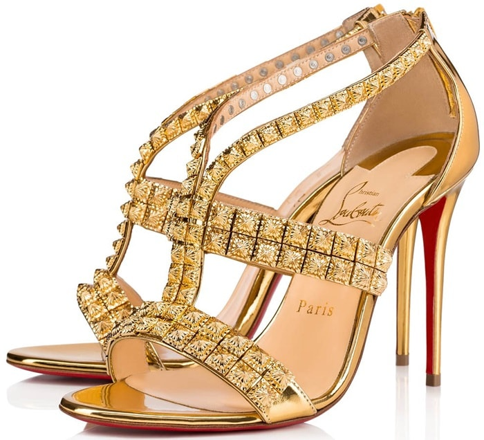 Transported by Indian celebration, the dazzling Diwali sandal, named for the festival of lights in India, is covered in gold specchio leather and adorned with Pyramid studs on its straps