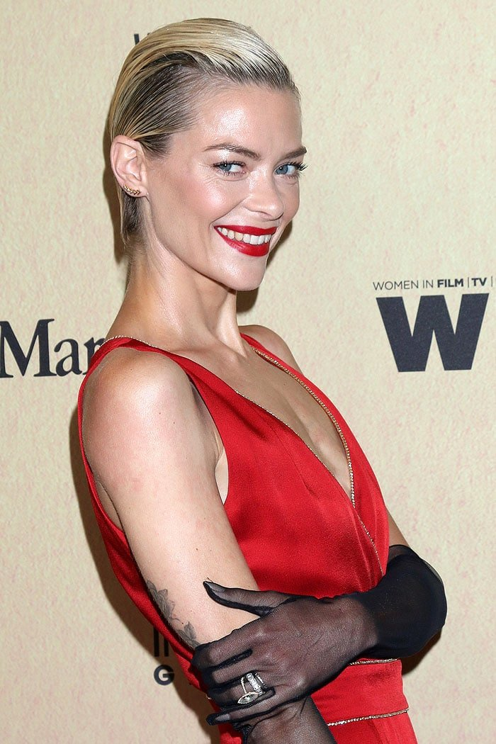 Jaime King wearing sheer black gloves