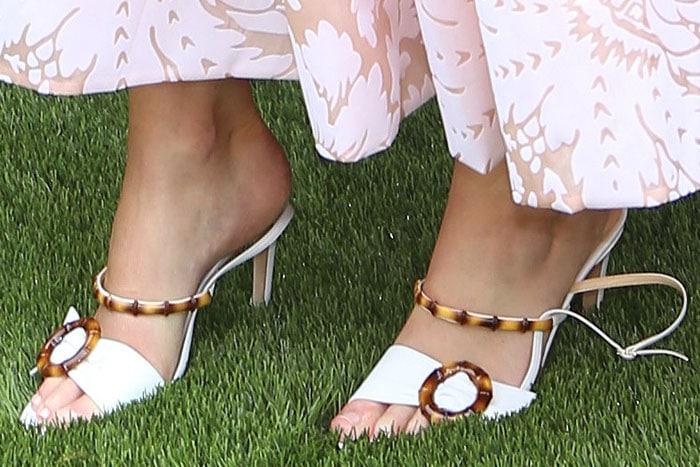 Jennifer Lawrence's feet out of the straps of her Chloe Gosselin 'Celeste' sandals