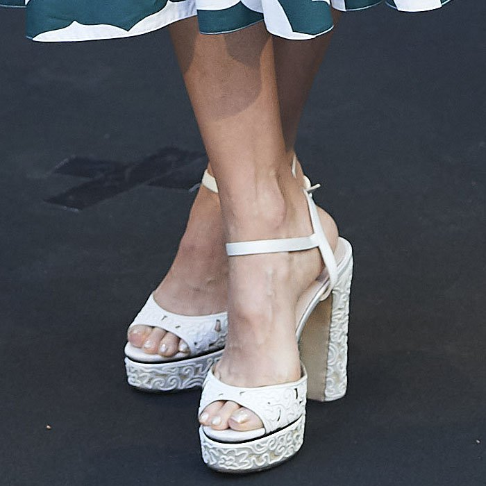 Jessica Alba's feet in Jimmy Choo 'Peachy' sandals aka wedding cake shoes