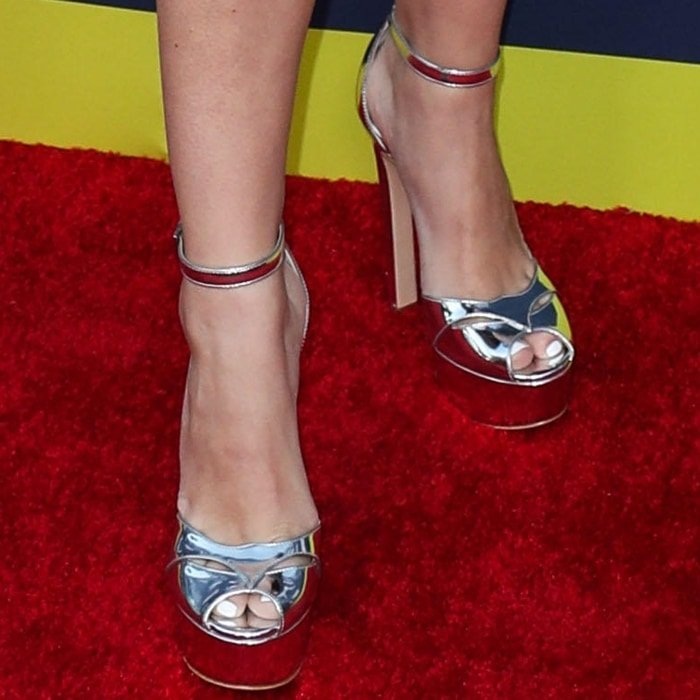 Jordyn Jones showed off her pretty feet in silver Tiara platform sandals by Ruthie Davis