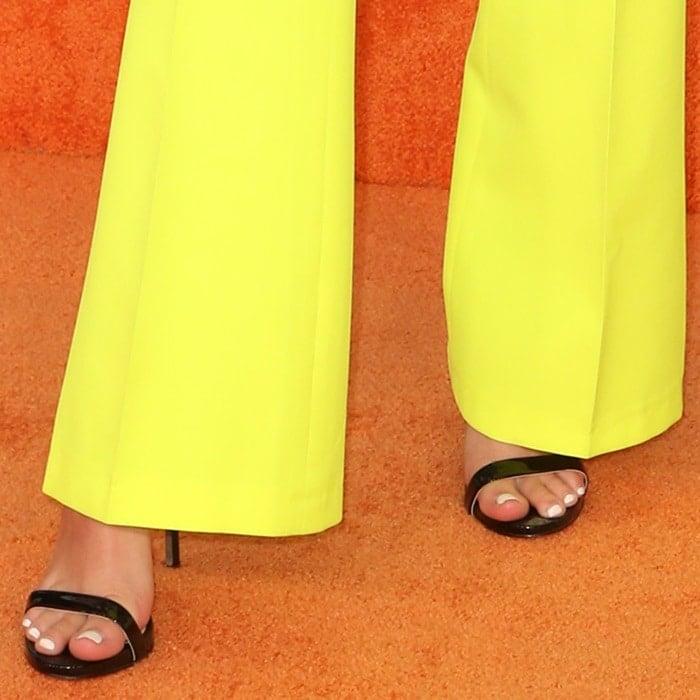 Jordyn Jones' pretty feet and toes in Sam Edelman heels