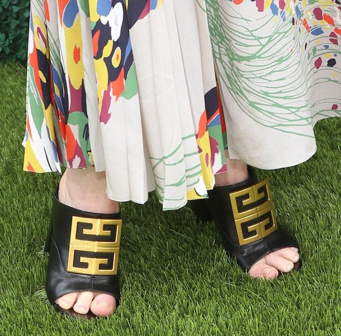 Julianne Moore's sexy toes in Givenchy logo-embellished mules