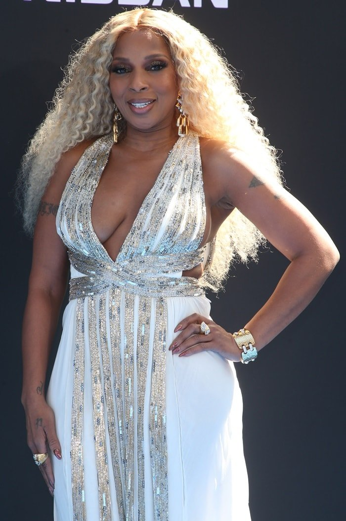 Mary J. Blige with blonde hair on the blue carpet at the 2019 BET Awards