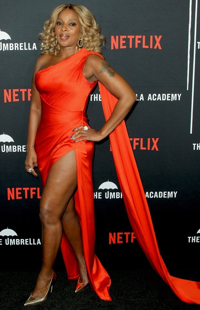 Mary J. Blige paraded her legs for the premiere of Netflix's 'The Umbrella Academy'