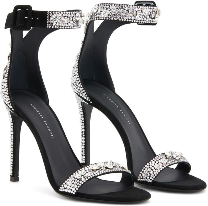 These high-heel Neyla sandals are characterized by their embroidered crystal decoration, embellishing the front band, the heel cap and the ankle strap