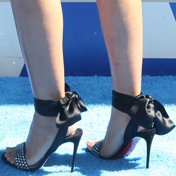 Regina Hall's sexy feet in Krystal Du Desert sandals