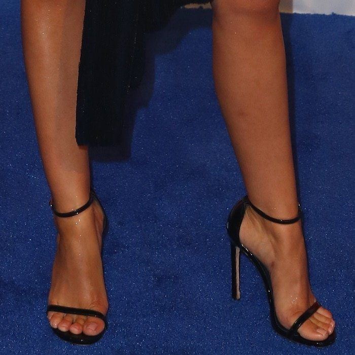 Sarah Hyland's sexy feet in black Nudist sandals
