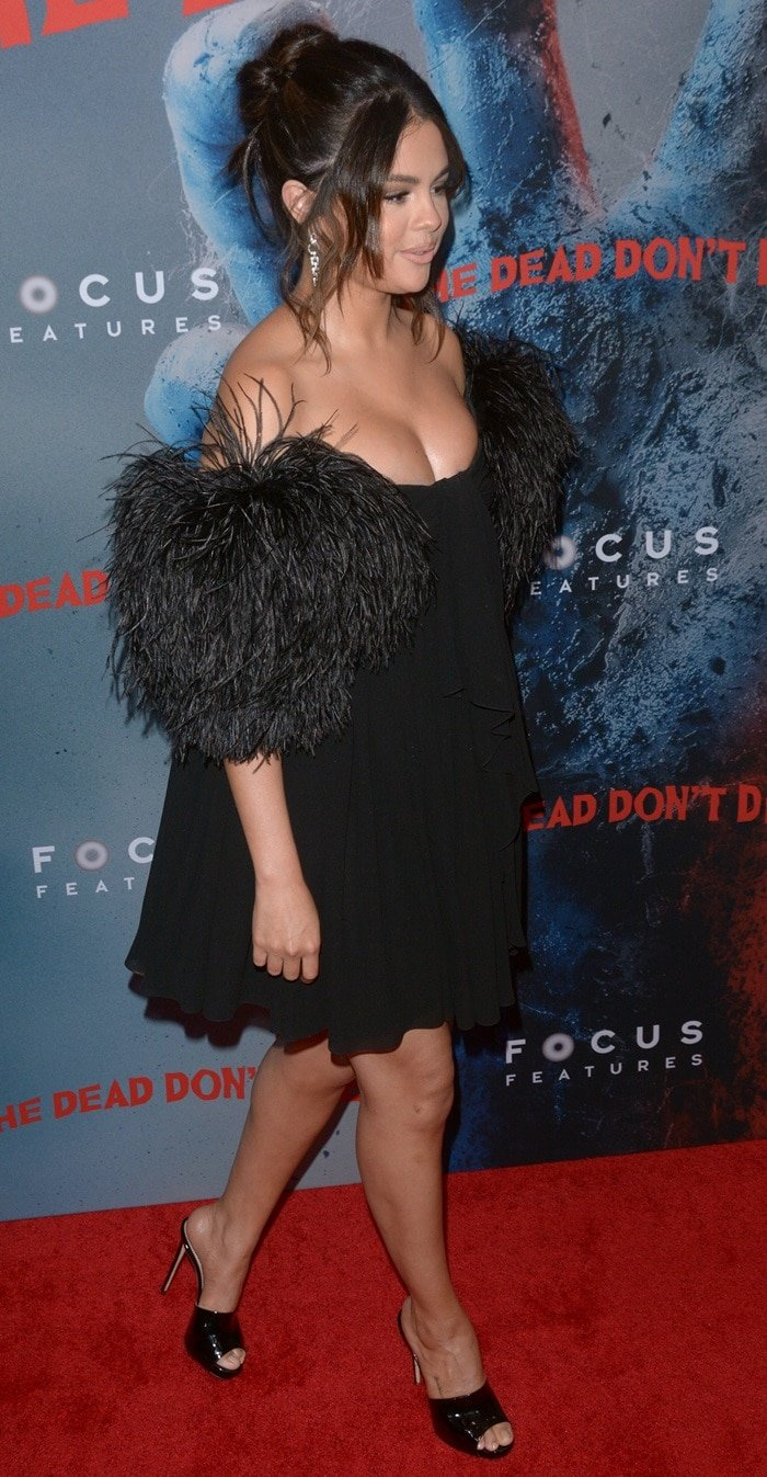 Selena Gomez flaunted her legs in an ill-fitting dress on the red carpet at the premiere of The Dead Don't Die