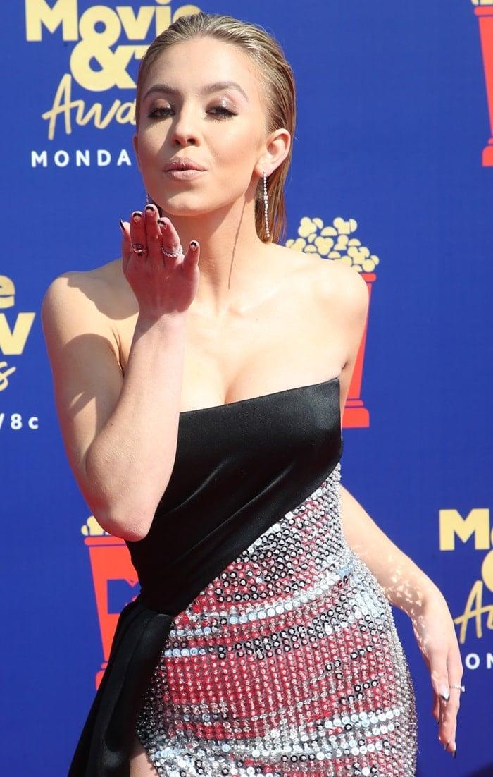 Sydney Sweeney blows a kiss at the 2019 MTV Movie & TV Awards