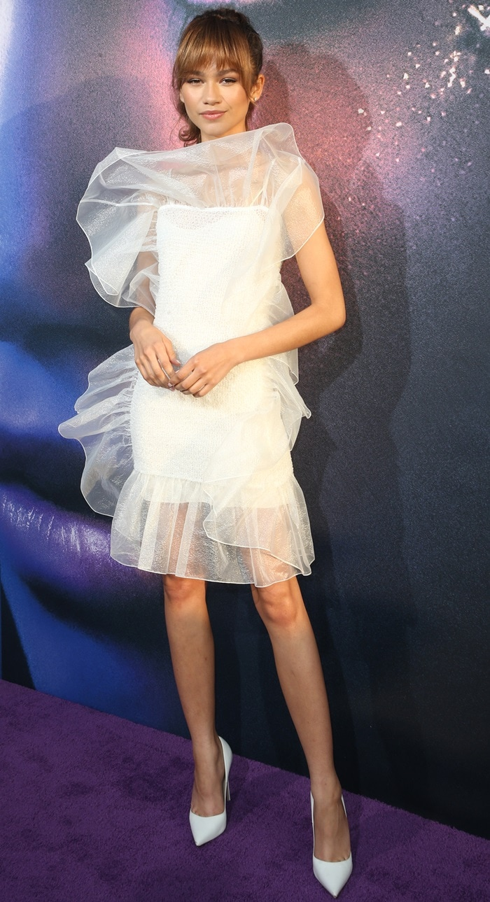 5′ 10″ (1.78 m) tall Zendaya flashed her legs in a white ruffle dress