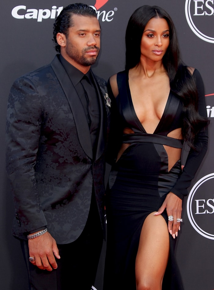 Russell Wilson wore a Brioni tuxedo and a diamond brooch by Alex Soldier