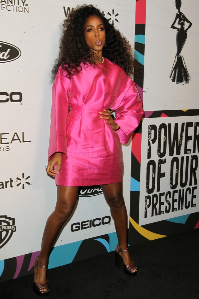 Kelly Rowland strikes a pose as she arrives at the 2019 Essence Black Women In Hollywood Awards
