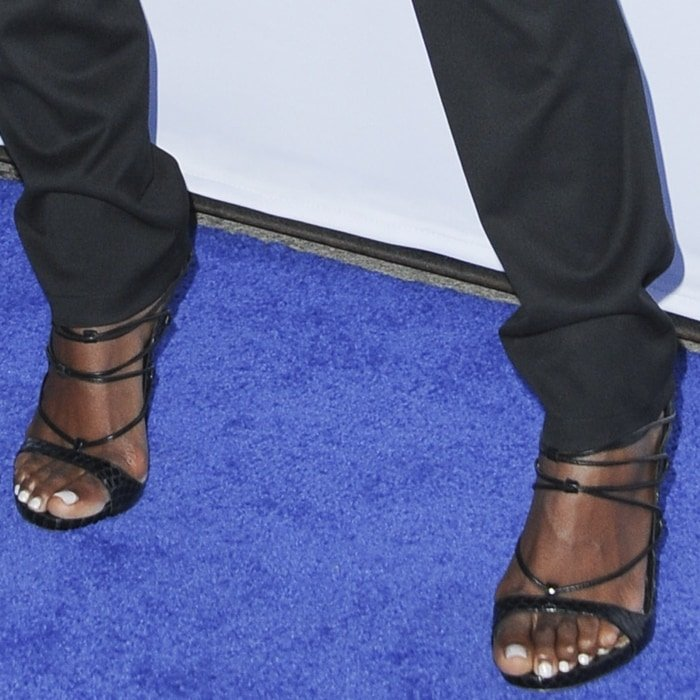 Kelly Rowland revealed her bunions in strappy shoes