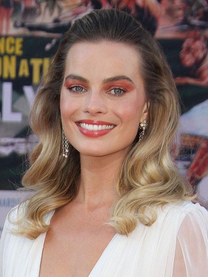 Margot Robbie wearing tragic red eyeshadow