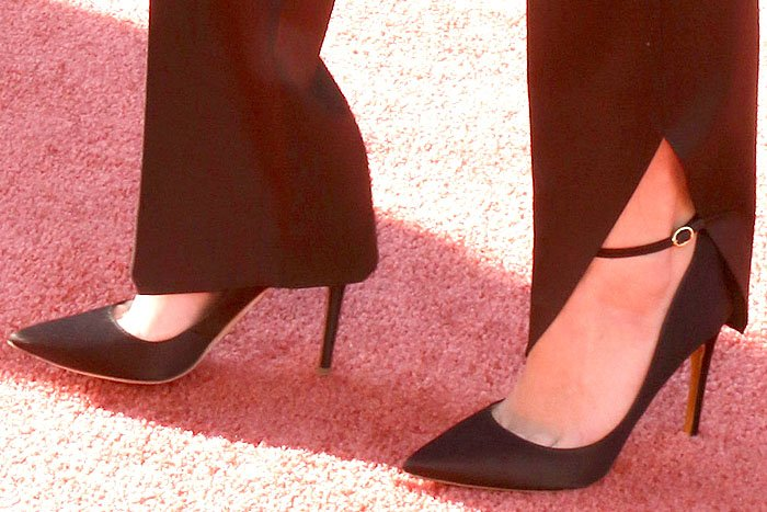 Maya Hawke's sexy feet in Rupert Sanderson 'Balance' pumps in black satin