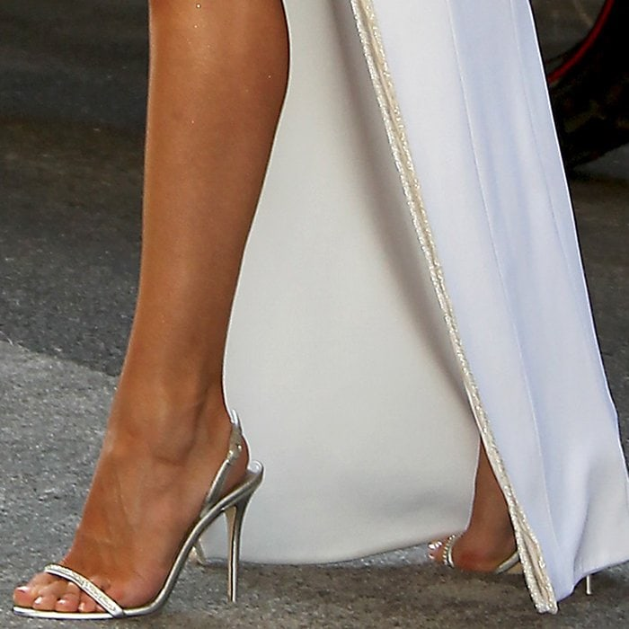 Rosie Huntington-Whiteley's sexy feet in silver Giuseppe Zanotti sandals