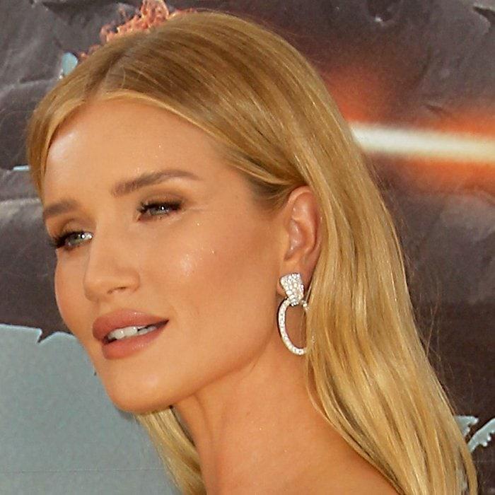 Rosie Huntington-Whiteley shows off David Webb's Hollywood hoop earrings