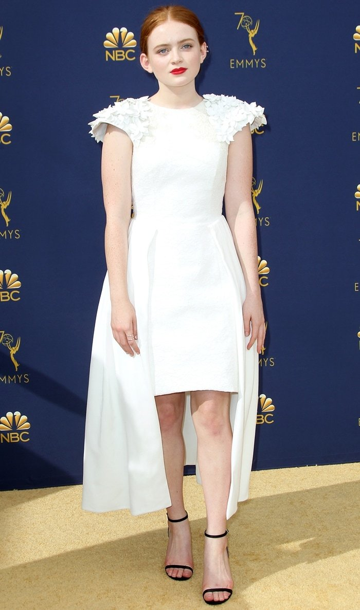 Sadie Sink flaunted her legs in an all-white dress at the 2018 Emmy Awards