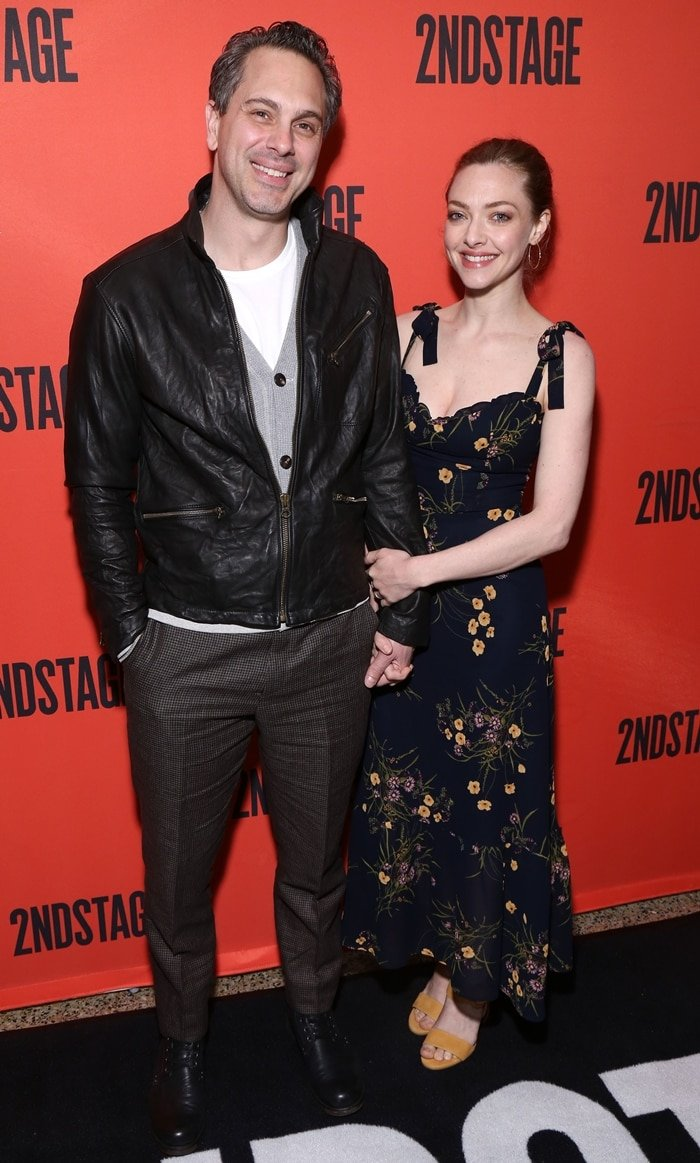 Amanda Seyfried posing her husband Thomas Sadoski while attending the Second Stage Theater's 40th Birthday Gala
