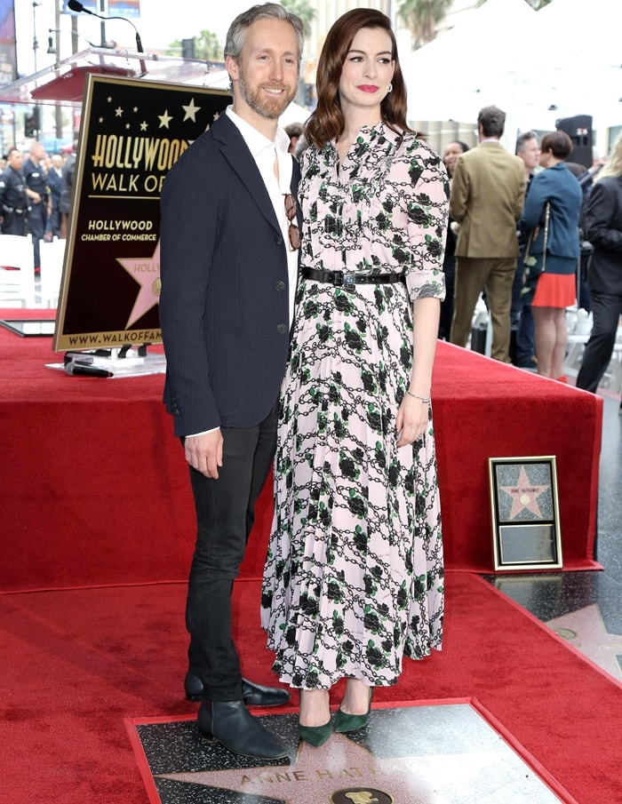 Anne Hathaway and her husband Adam Shulman on the Hollywood Walk of Fame