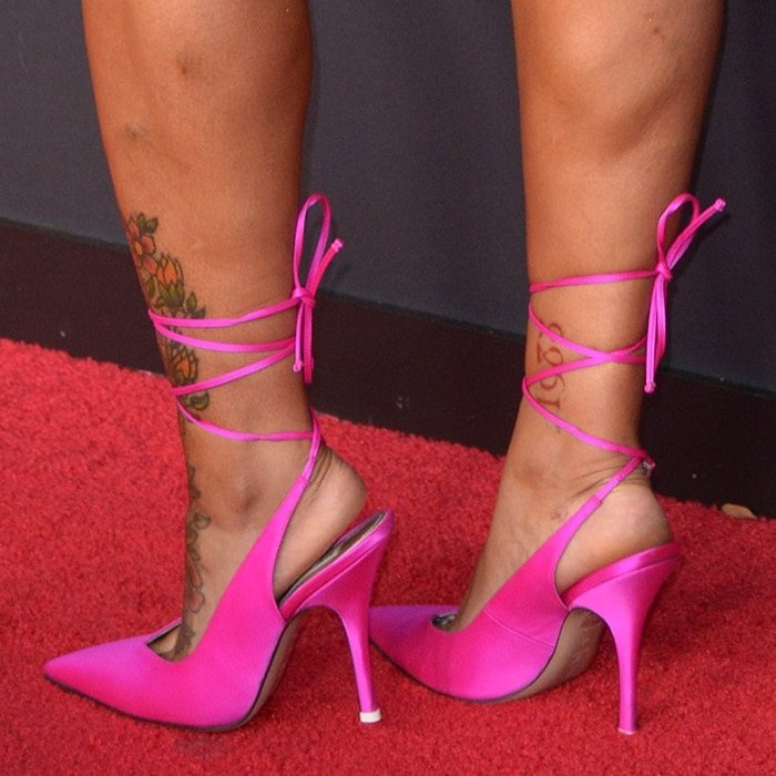 Blac Chyna showed off her tattooed feet in pink heels