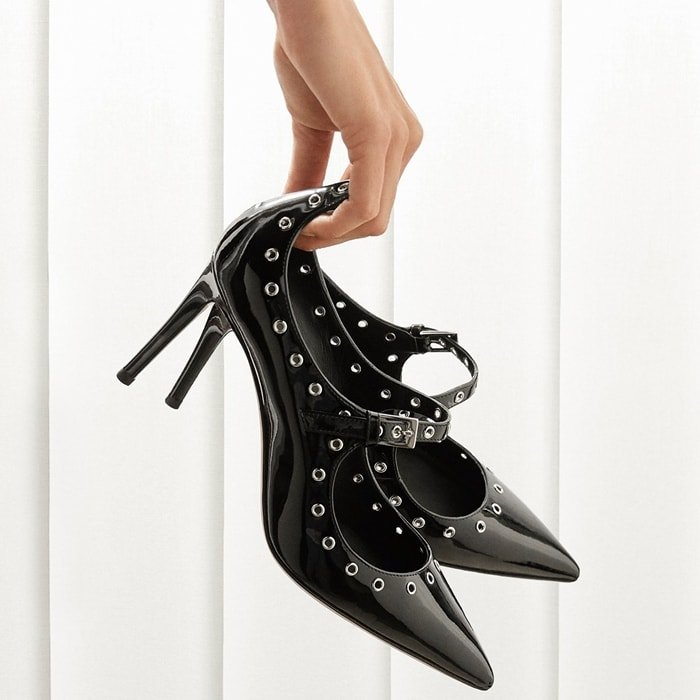 These black pumps are characterized by their tapered design and accessory metal loops
