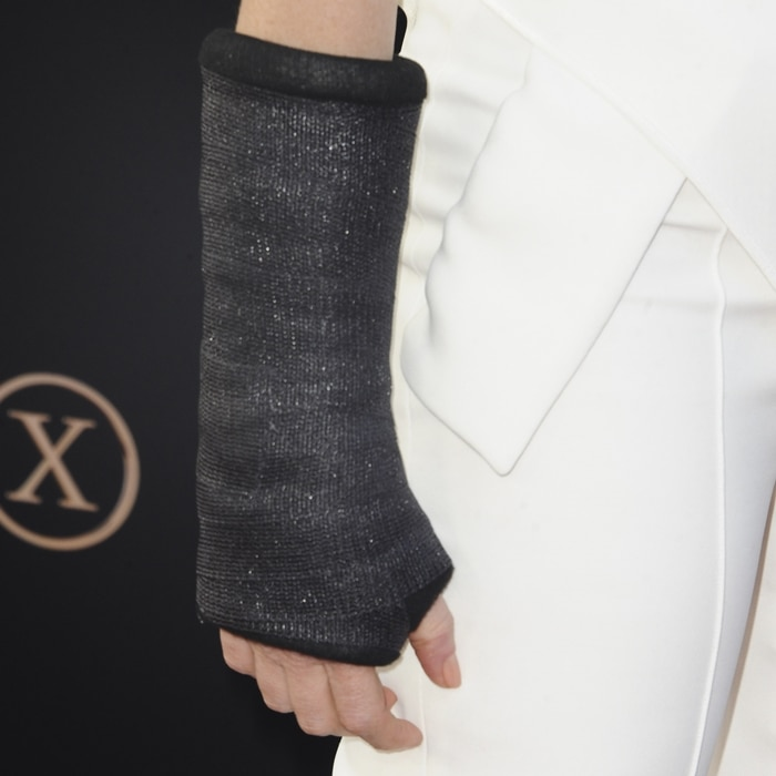 Jessica Chastain had to wear a wrist cast after undergoing surgery just days before the premiere