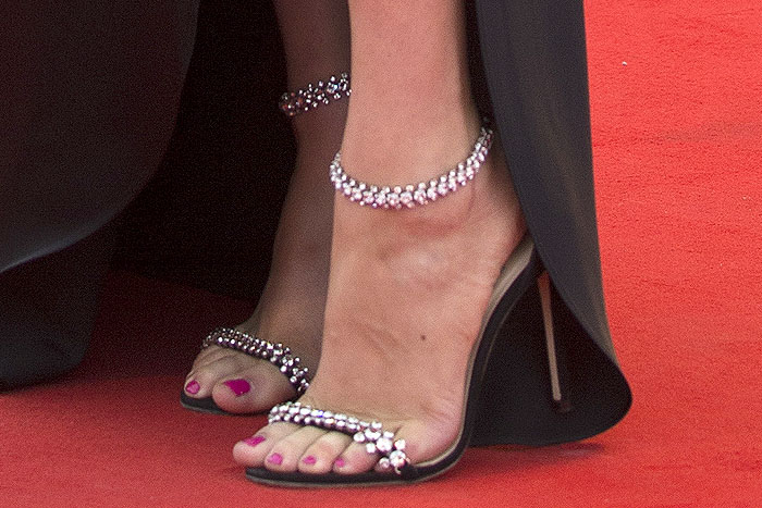 Kate Upton's sexy feet in Jimmy Choo Shiloh sandals