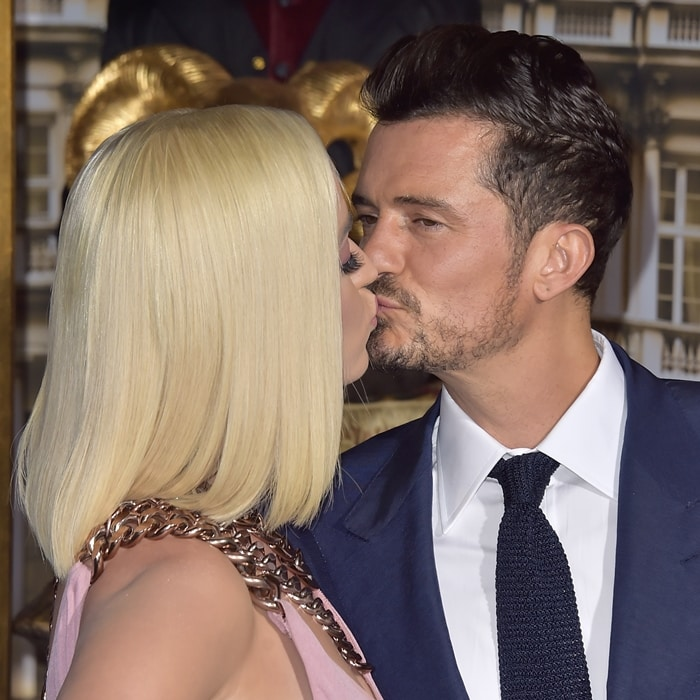 Katy Perry and Orlando Bloom trying to kiss