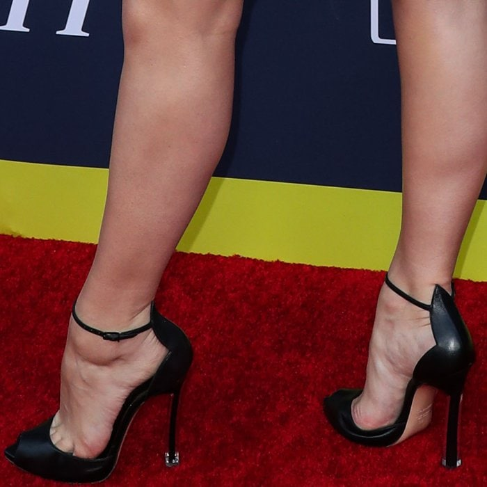Kelli Berglund revealed toe cleavage in pin heels with a see-through plexi shell