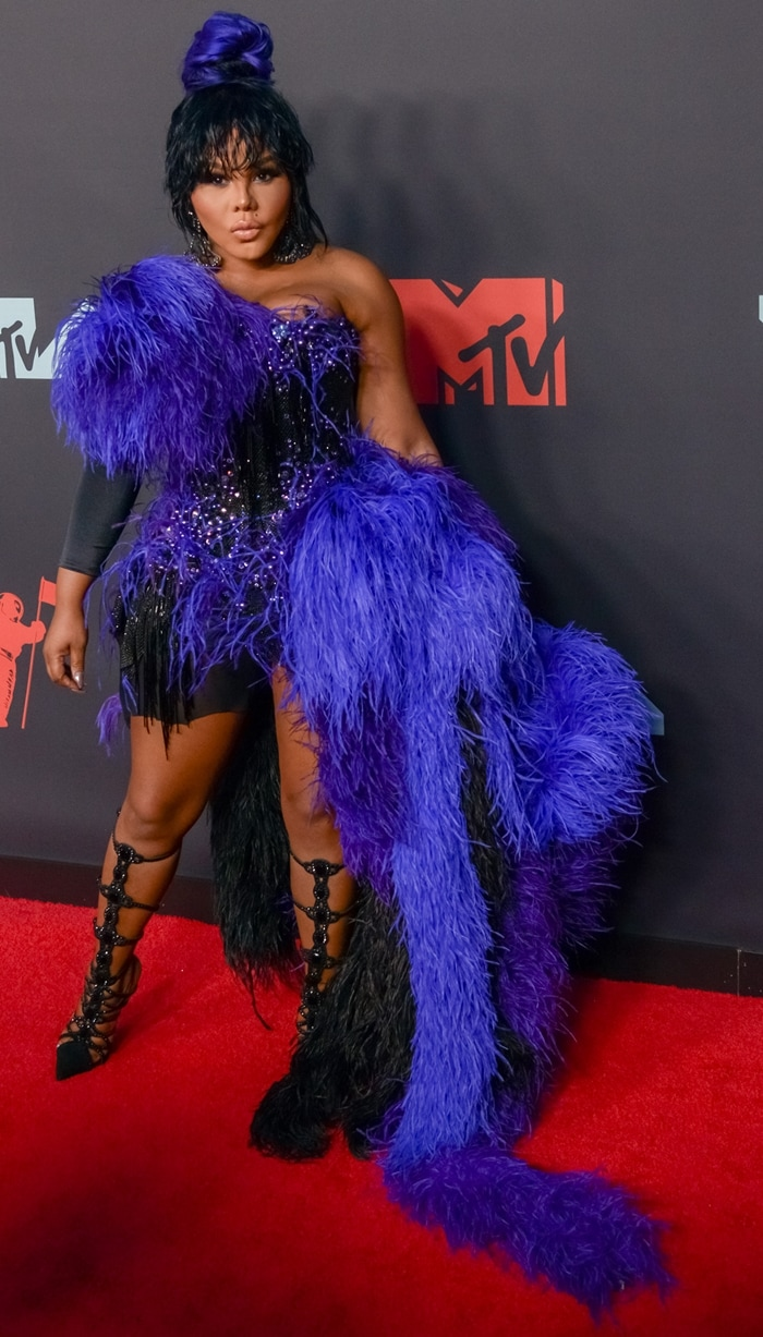 Lil' Kim flashes her legs at the 2019 MTV VMAs