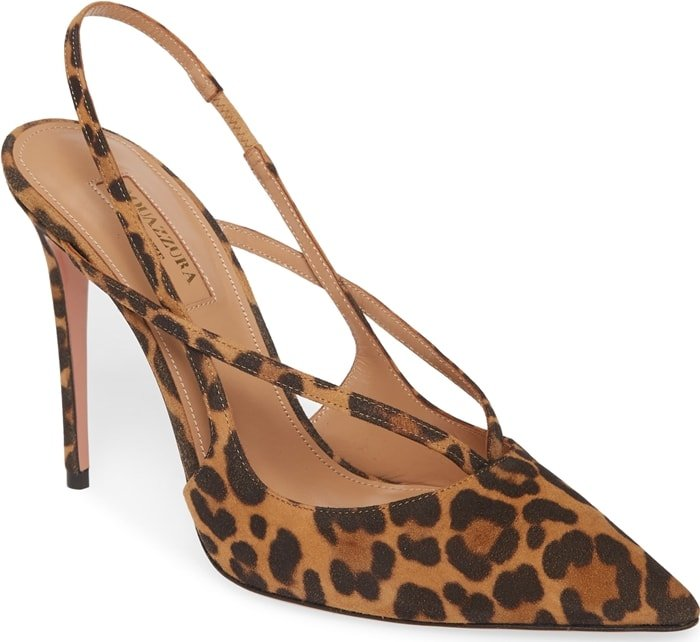 This pump is crafted from plush jaguar suede in sabbia suede