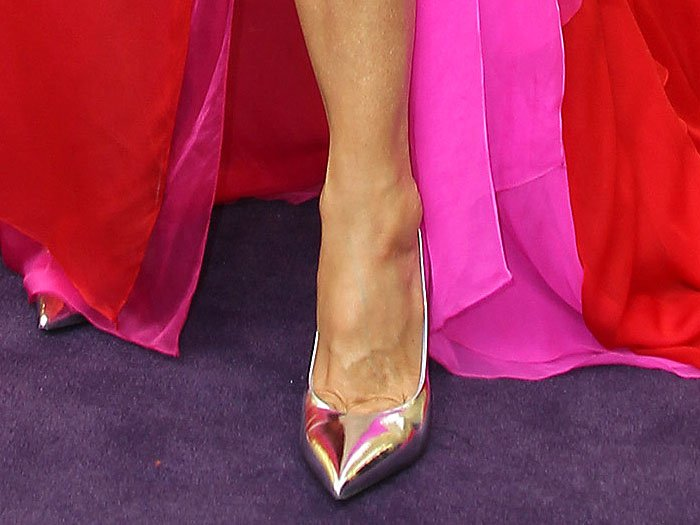Marisa Tomei's feet in Barollo Italy silver pointy-toe pumps