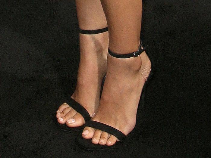 Natalie Portman's taped-up feet