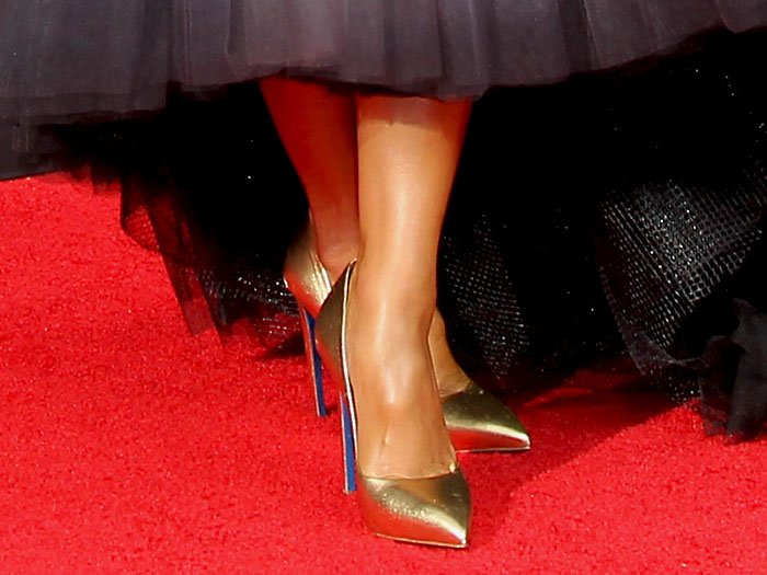 Nicole Scherzinger's feet in Loriblu gold pumps with blue soles