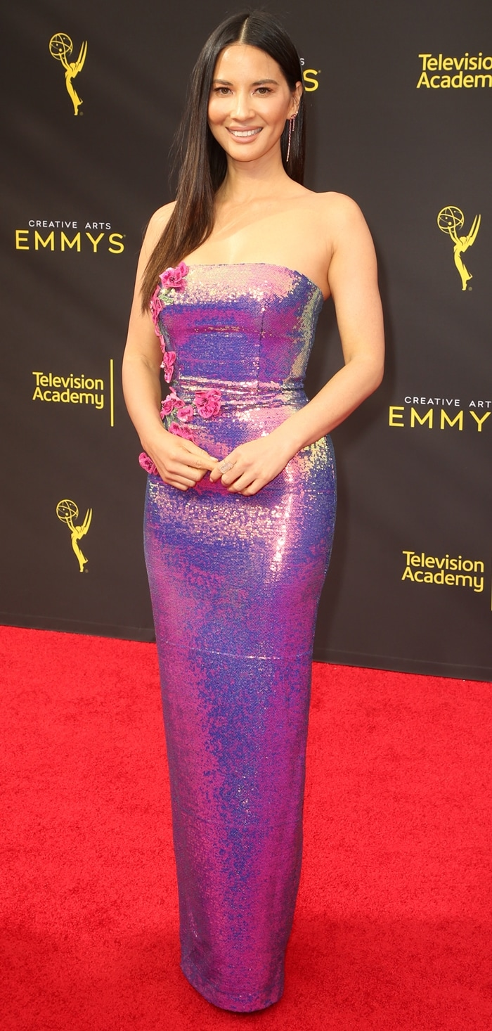 Olivia Munn wore a colorful dress to the 2019 Creative Arts Emmy Awards Night 2